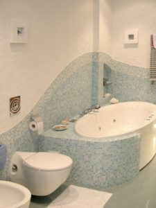 мозаика волной в ванной