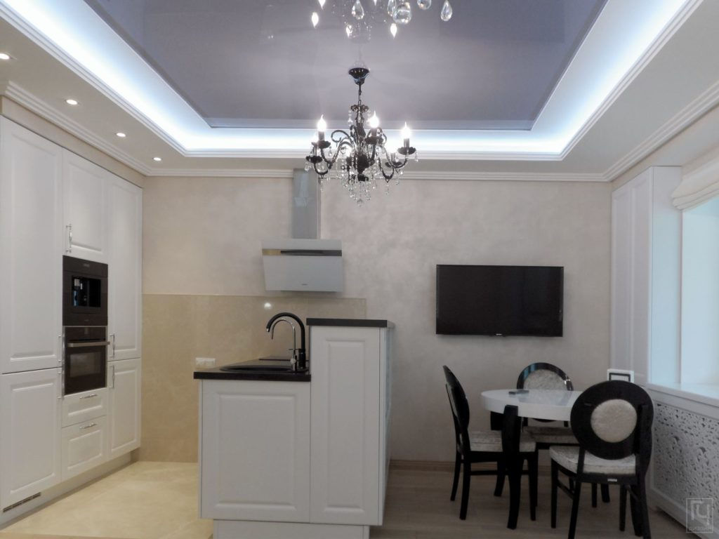 светлая кухня-столовая